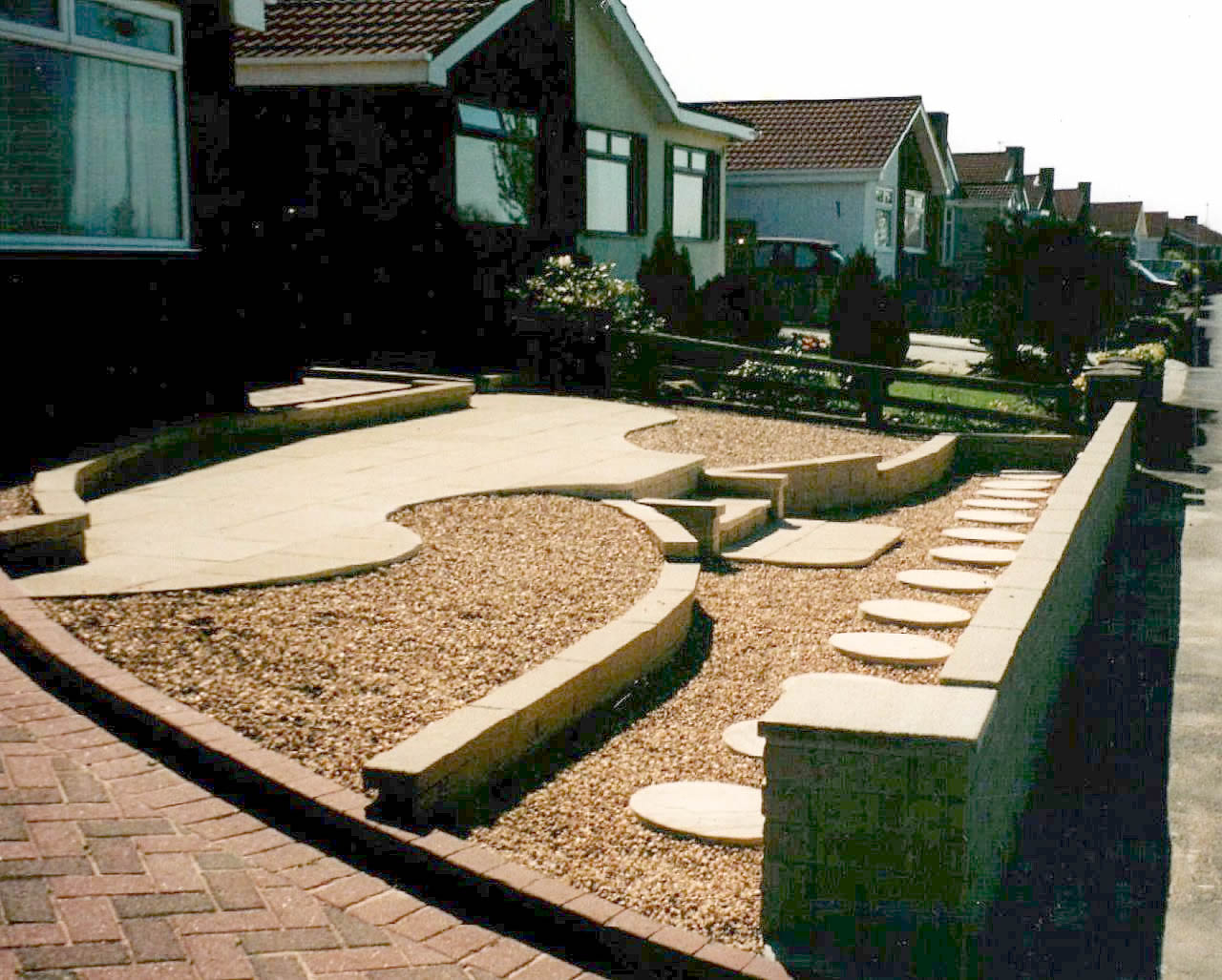 Gravel gardens low maintenance and non maintenance for Low maintenance gravel garden